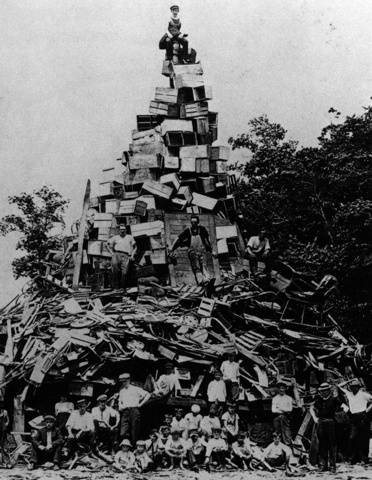 Tower of crates, 1925